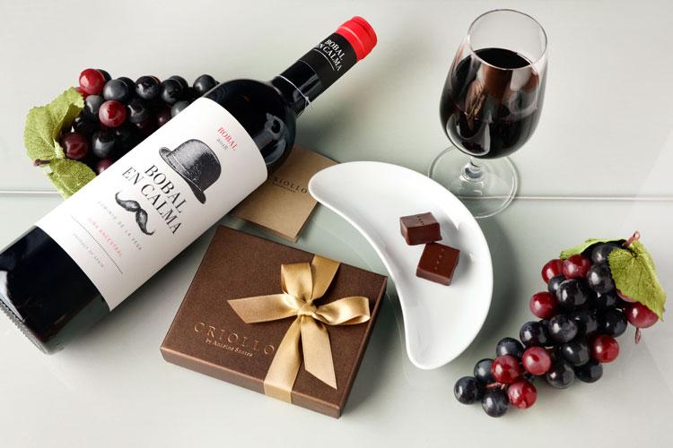 赤ワインとチョコレートのセット